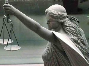 Image of the blindfolded lady justice, mediator, legal mediator, solicitor mediator, legal mediation services, lawyer mediator, mediation act 2017, professional mediator, solicitor attend mediation